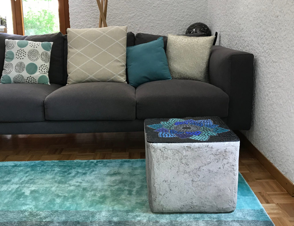 table-cube-beton-mosaique